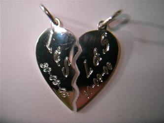 colgante corazon grabado
